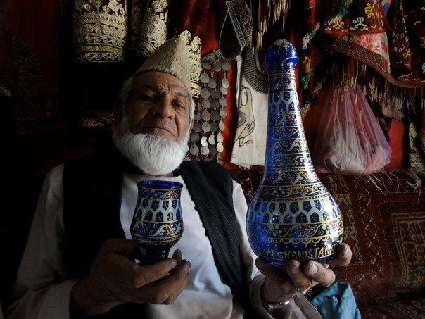 Glastillverkaren Sultan Hamidi i Herat, Afghanistan. Foto: Johnny Friskilä