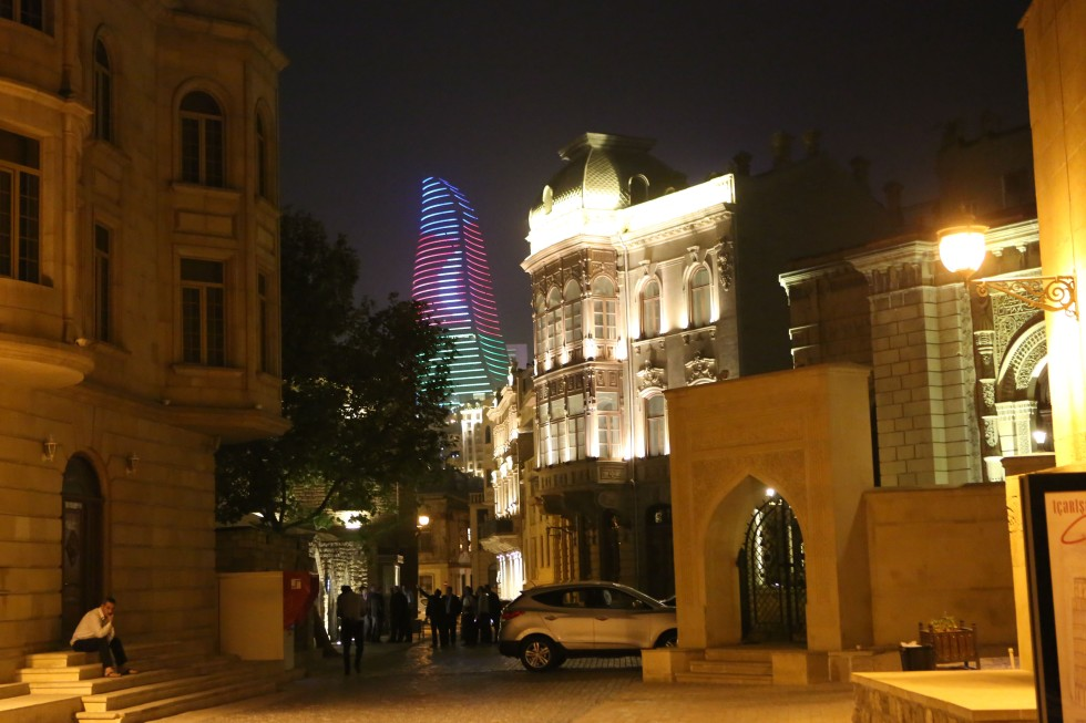 Baku by night. Foto: Johnny Friskilä