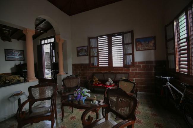 Cuba_hallway_livingroom_7