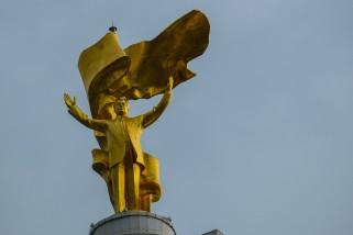 Turkmenbashi-Golden-Statue-Ashgabat-Turkmenistan