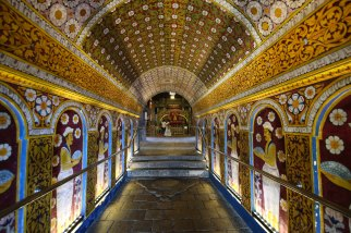 To the sacred tooth relic, Kandy, Sri Lanka