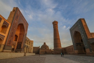 kaylan-minaret-golden-hour-bukhara-uzbekistan