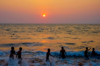 Negombo-beach-children