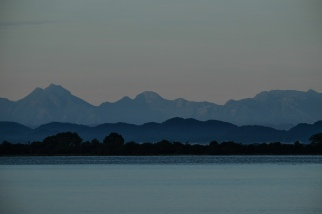 Polonnaruwa-lake-morning-2