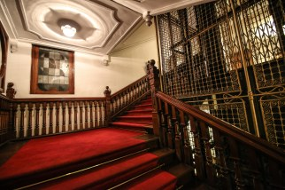 Queens-hotel-Kandy-stairs