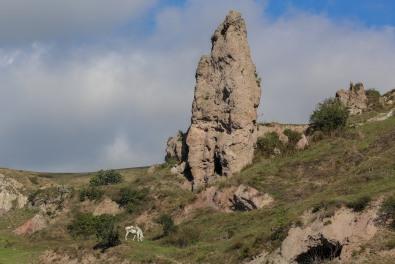 khndzoresk-cave-town-armenia