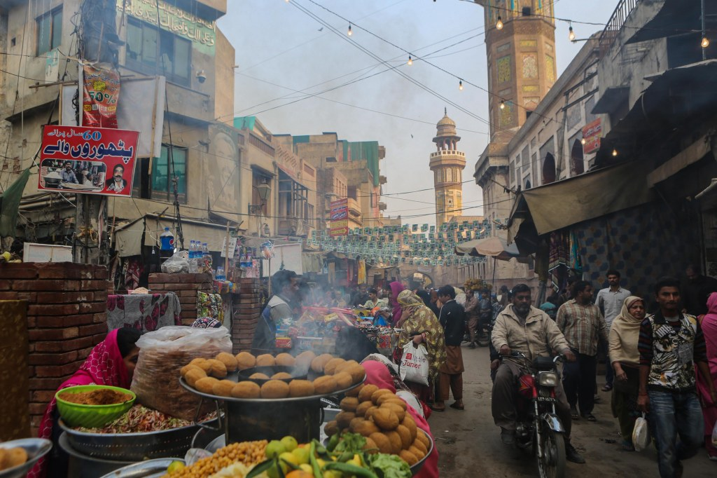Streetfood in old town Lahore, near the Wazir Khan Mosque