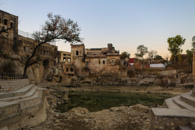 katasraj-katas-raj-temple-lake-pond-1