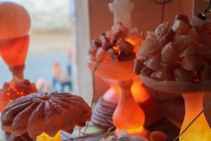 khewra-salt-mine-pakistan-souvenir-shop-lamp-1