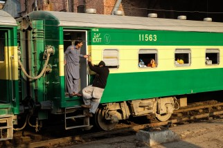 lahore-train-railway-station-1-4