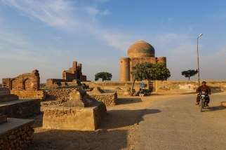 makli-hill-thatta-road-1