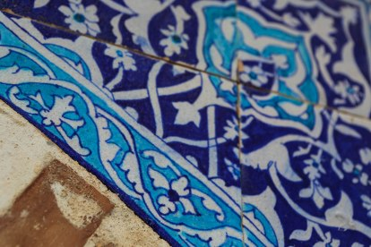 makli-hill-thatta-tomb-blue-tiles-1