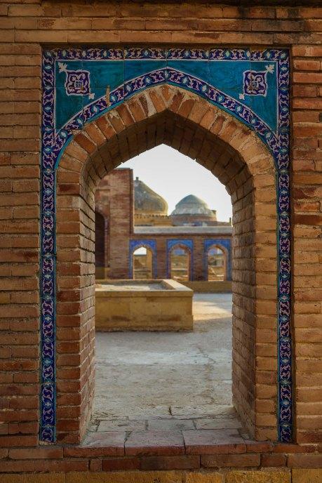 makli-hill-thatta-tomb-entrance-1