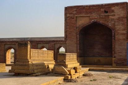 makli-hill-thatta-tomb-mirza-baqi-baig-uzbek-1-2