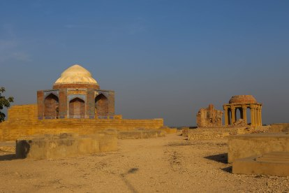 makli-hill-thatta-view-1