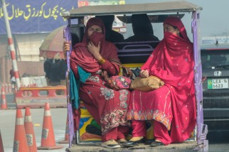 traffic-lahore-women