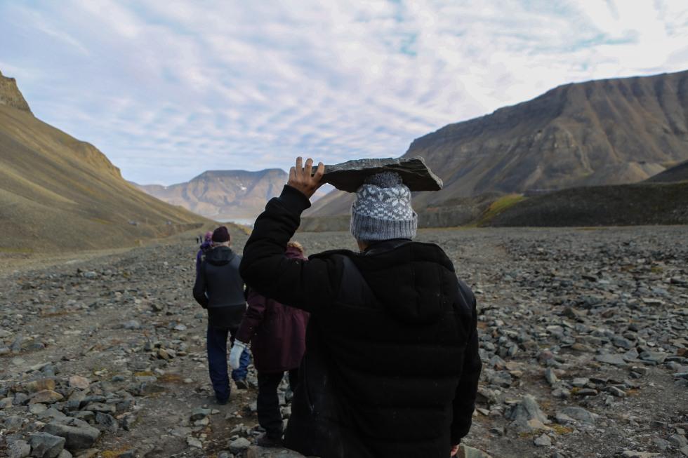 Fossil hunting Svalbard-7