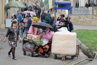 Market rain Samarkand-0621