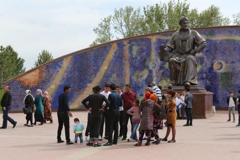 Ulug Beg Statue Samarkand-5313