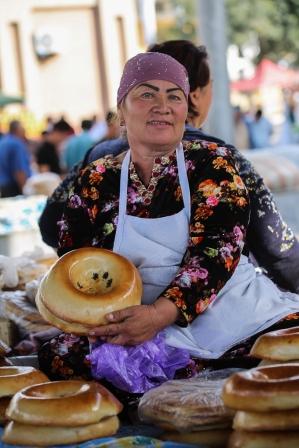 Uzbekistan-Bread-Samarkand-1107